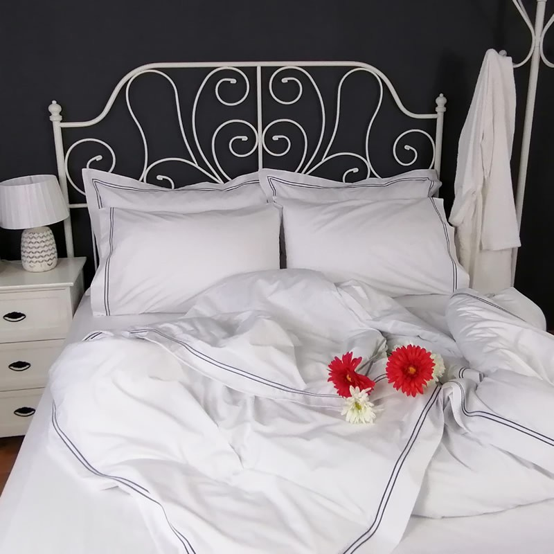 Duvet Cover Egyptian Cotton 200 Thread Count Percale Porto Blue trim red flower
